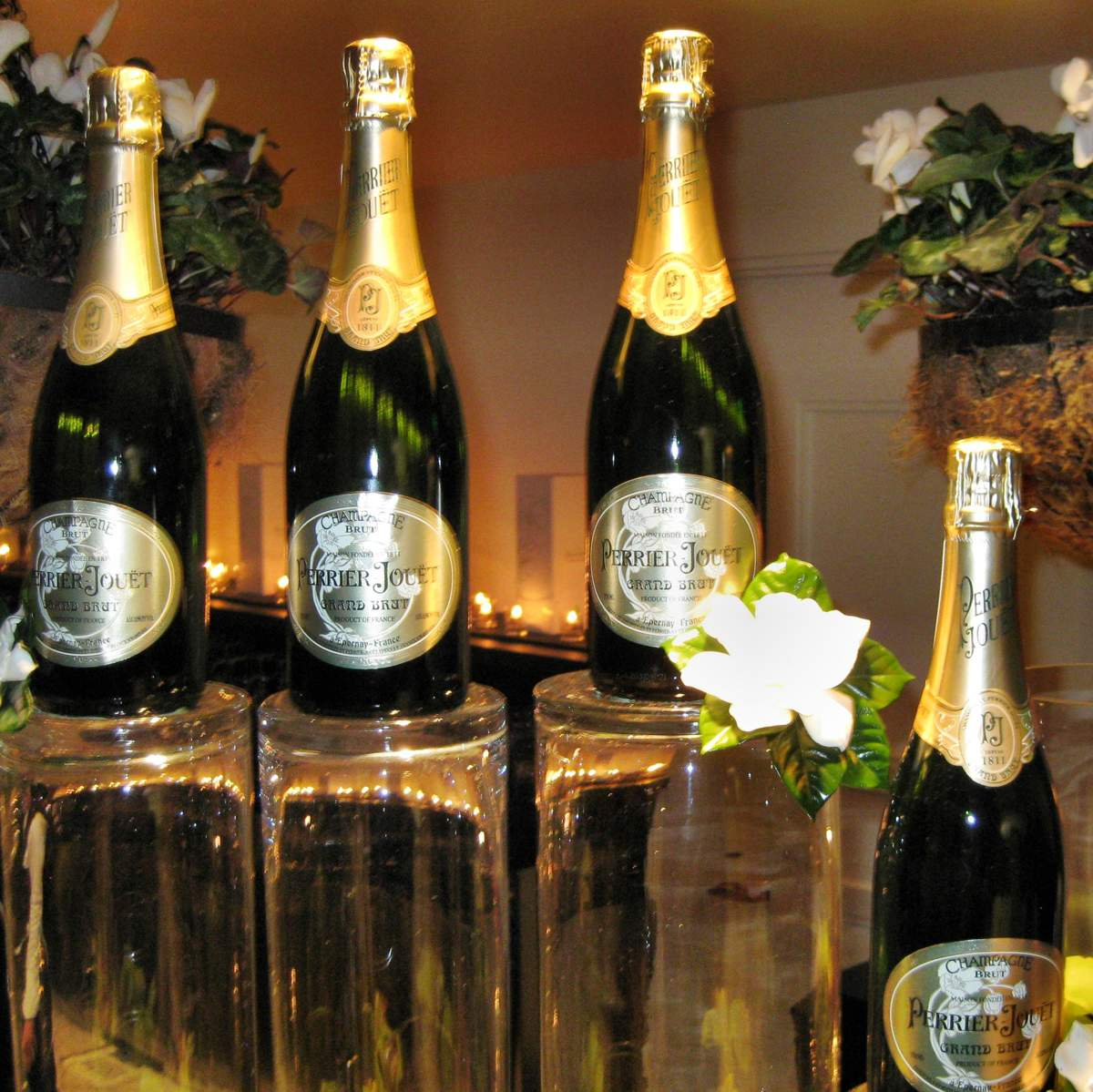 http://vlasenko.at.ua/News3/perrier-jouet-grand-brut.jpg